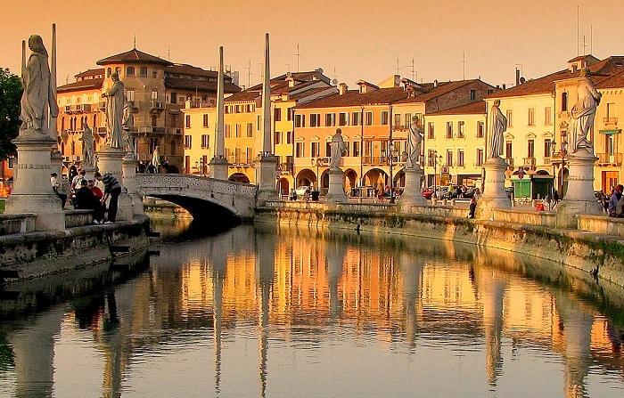 جامعة بادوا في إيطاليا - تأسست في عام 1222