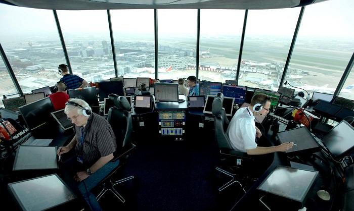 المراقبون الجويون - بمتوسط دخل 10،210 دولار شهريا