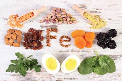 الإكثار من تناول الأطعمة الغنية بعنصر الحديد