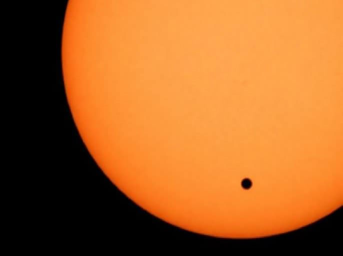 تموضع كوكب الزهرة أمام الشمس