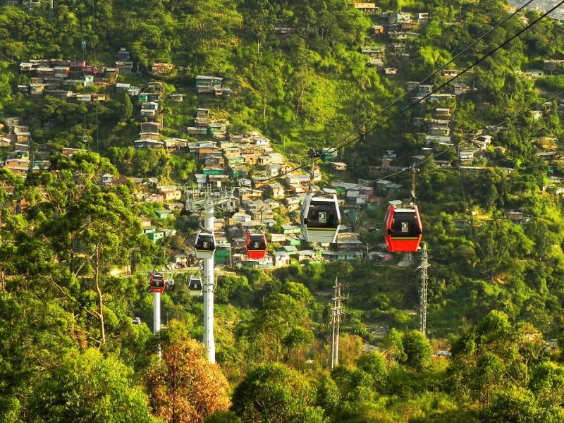 ميديلين، كولومبيا (درجة الحرارة: 18 إلى 28 درجة مئوية):