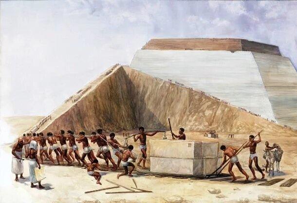 عدد العمال الذين بنوا الاهرامات