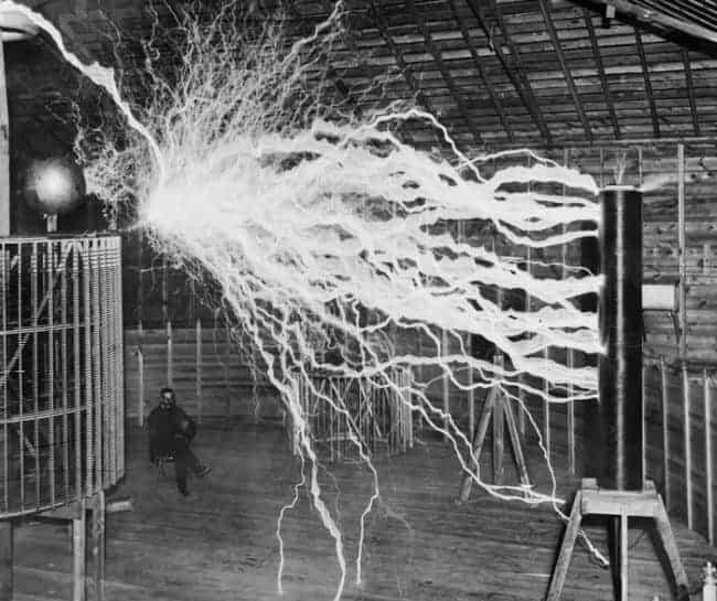 الاتصالات اللاسلكية والطاقة الحرة اللامحدودة