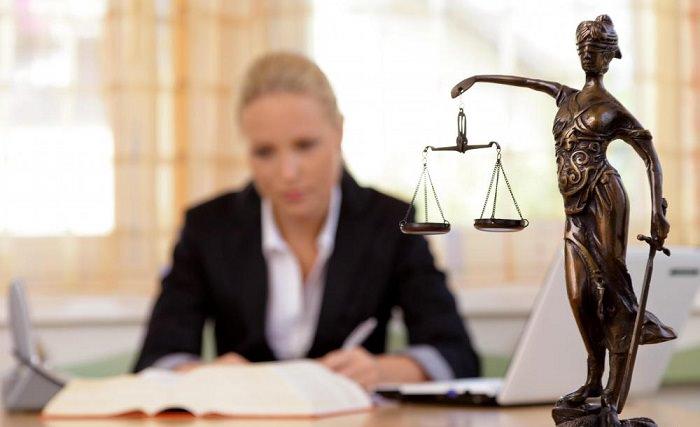 المحامين - بمتوسط دخل 9،460 دولار شهريا