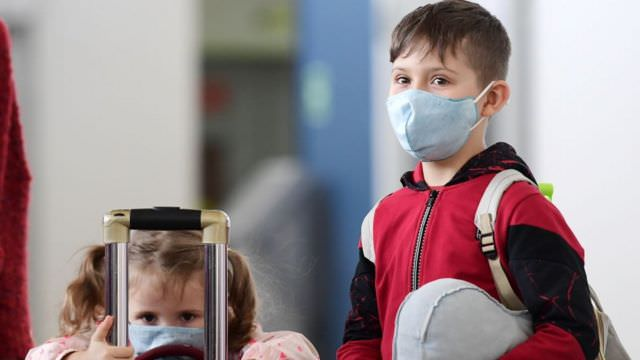 السلالة الجديدة لكورونا في بريطانيا تُصيب الأطفال وصغار السن