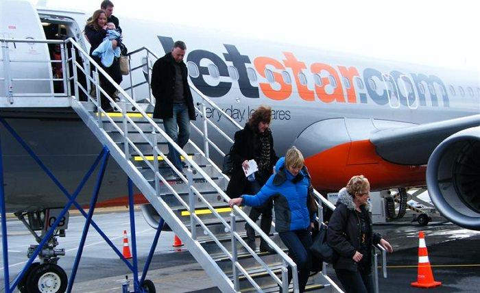 النزول من الطائرة عند التأخير
