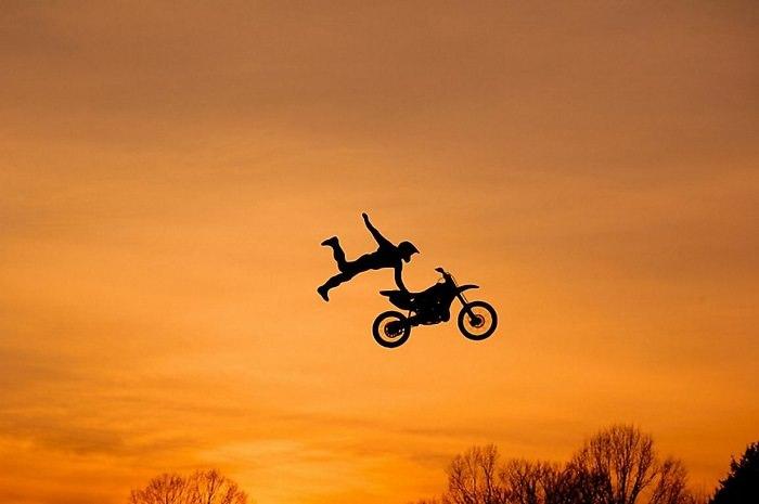 القفز مع الدراجات النارية - معدل الوفيات 1 من كل 1،000