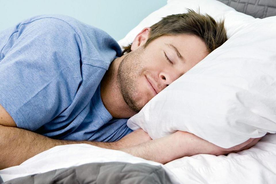 النوم الصحي والاكل الصحي يقي من الإصابة بفيروس كورونا