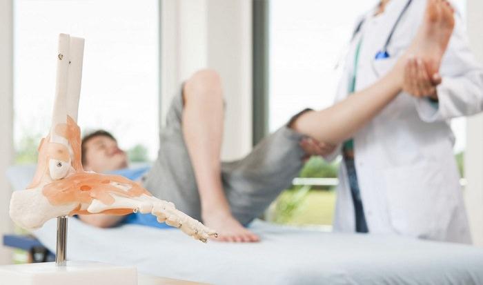 أخصائيو أمراض القدم - بمتوسط دخل 9،700 دولار شهريا