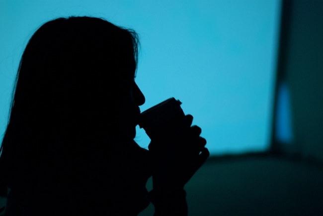لا تشرب القهوة متأخراً إذا أردت الإستيقاظ باكراً في الصباح