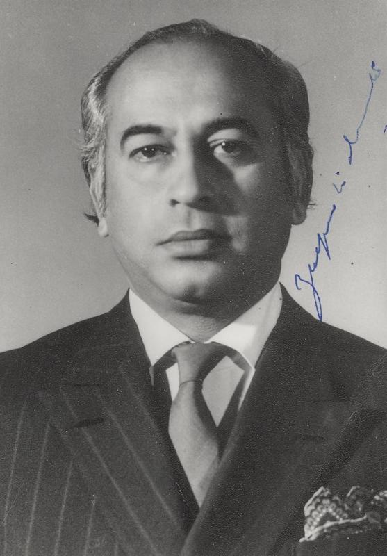 ذو الفقار علي بوتو رئيس باكستان ومؤسس الحزب الشعب الباكستاني