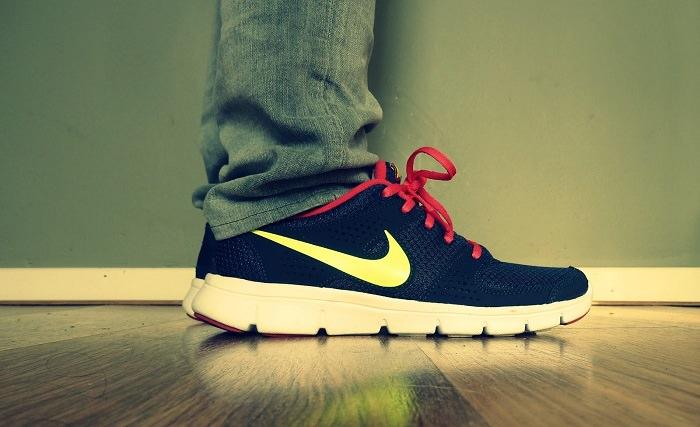 ارتداء الأحذية الرياضية خارج النادي الرياضي